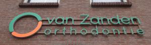 Van Zanden orthodontie belettering